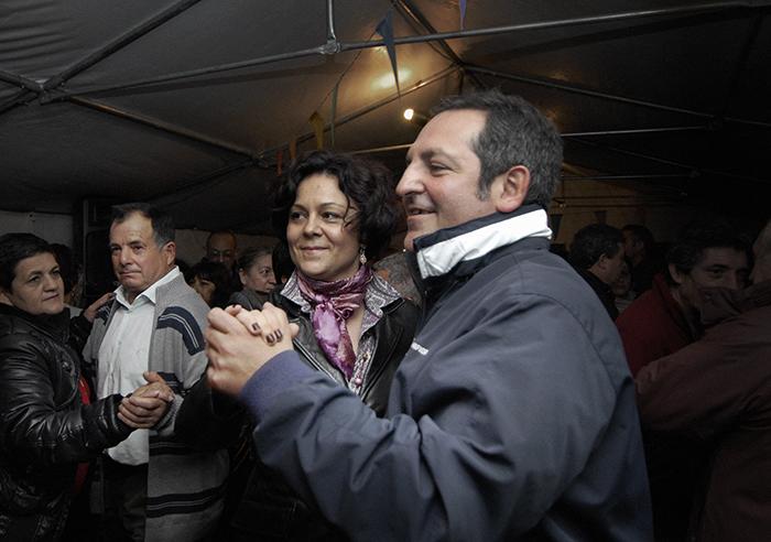 Dansen in de feesttent van Las Medulas. Vrouwenkaravaan Nomad&Villager