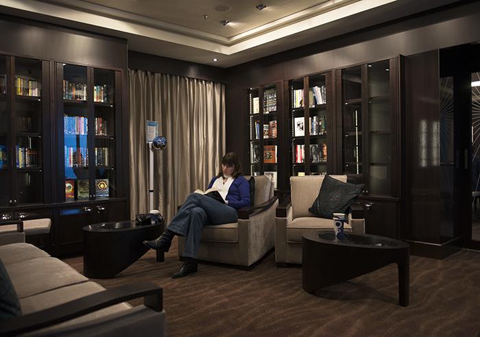 bibliotheek op een cruiseschip. De Norwegian Getaway