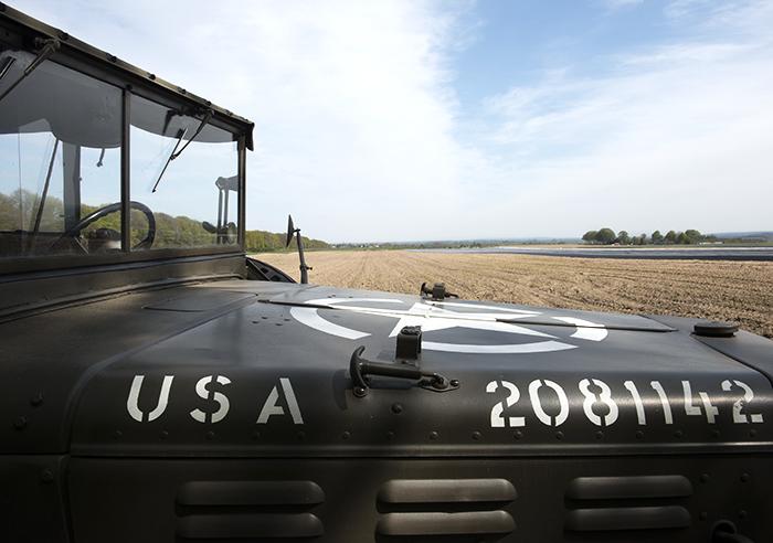 Een Dodge uit 1944 rijdt de Liberation Route Nomad&Villager