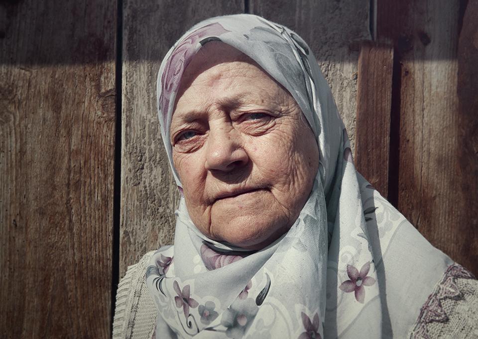 Bosnische vrouwen in expositie over elfjes en kogelgaten